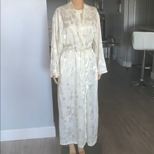 Oscar de la renta long silk robe